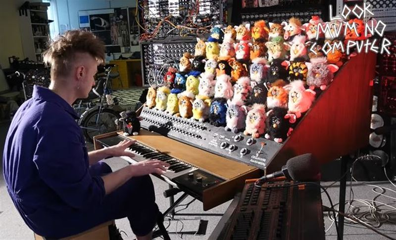 Британский блогер собрал орган из игрушек Ферби и синтезатора
