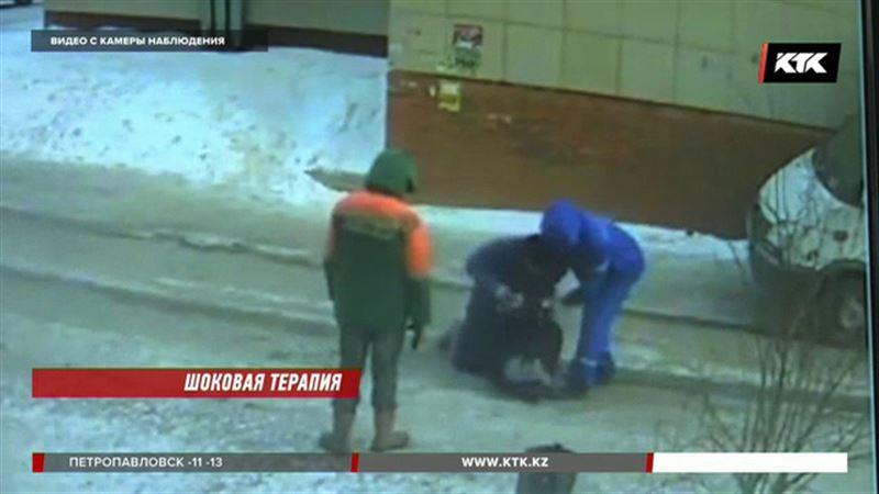 Врачи возмущены: люди в халатах, избивающие человека, никак не медики