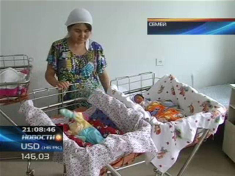 В Семее поставили настоящий рекорд по рождаемости близнецов
