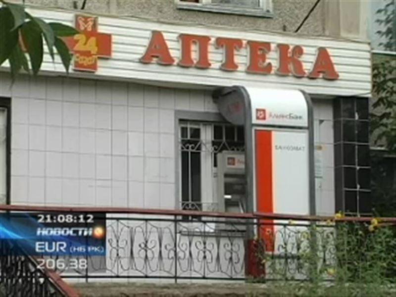 В Семее трое неизвестных взломали банкомат, находящийся в аптеке