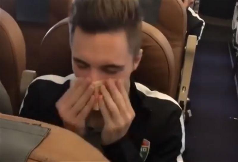 Российский футболист высморкался в пятитысячную купюру