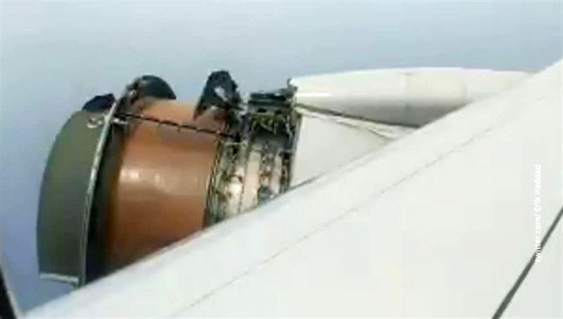 У Boeing во время полета над Тихим океаном развалился двигатель