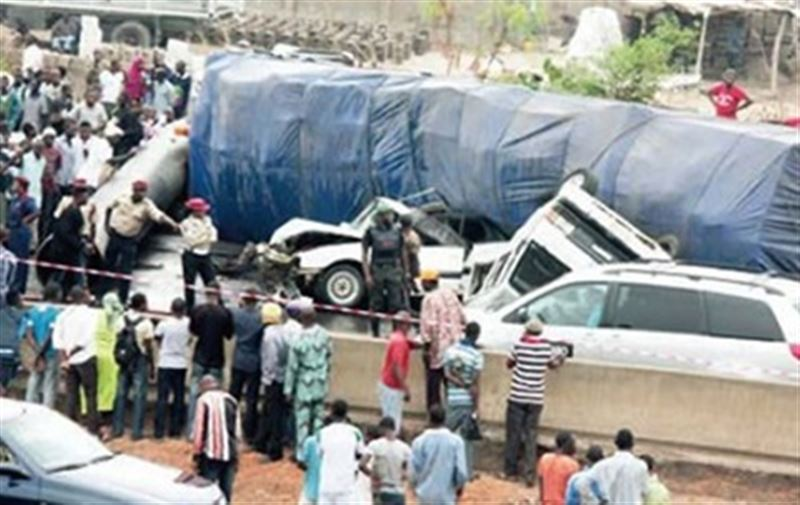 Нигерияда автобус жүк көлігіне соғылып, 22 бала қаза тапты