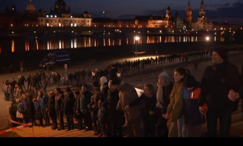 В Дрездене сотни людей выстроились в живую цель в годовщину бомбардировки города