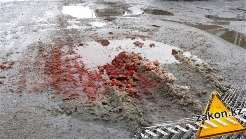 ВИДЕО: Қоқыс таситын көлік ер адамды басып кетті