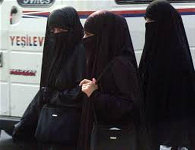 Сауд Арабиясында әйелдерге абайя кимеуге рұқсат берілді