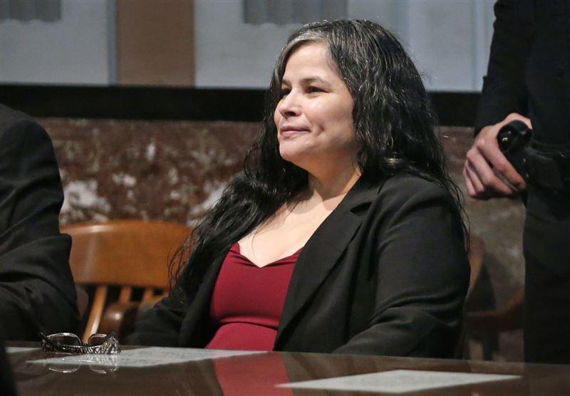 ШОК: Женщина, убившая дочь с помощью распятия, недовольна решением суда