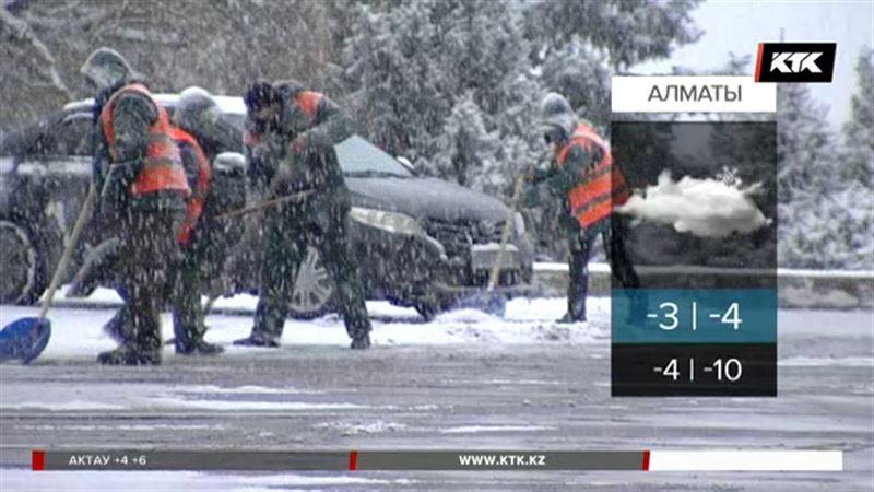 Казахстанцев вновь ждут снегопады и метели