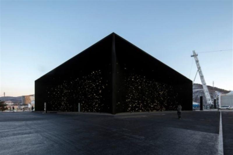 ФОТО: Әлемдегі ең қара түсті ғимарат салынды