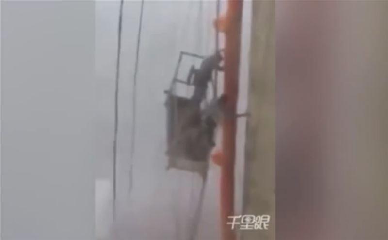Китайские мойщики окон боролись с ураганом на высоте десяти этажей