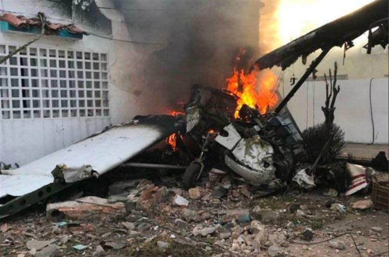 Самолет упал на жилой дом в Венесуэле