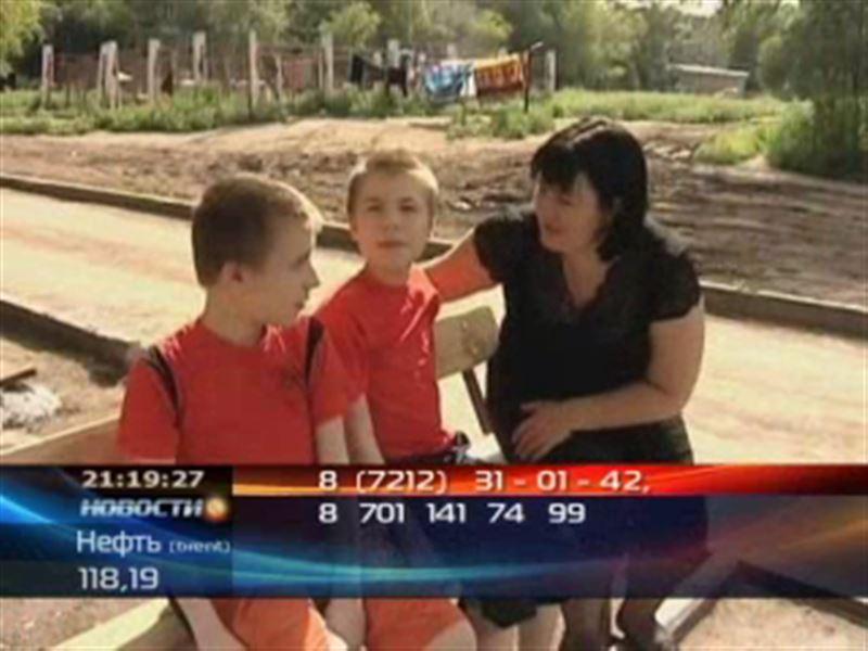 К казахстанцам обращаются родители близнецов, нуждающихся в лечении