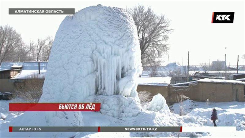 В поселке Алматинской области появилась своя ледяная достопримечательность
