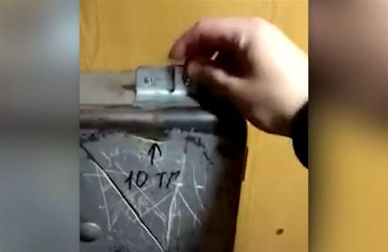 Самодельный платный лифт в Астане сняли на видео