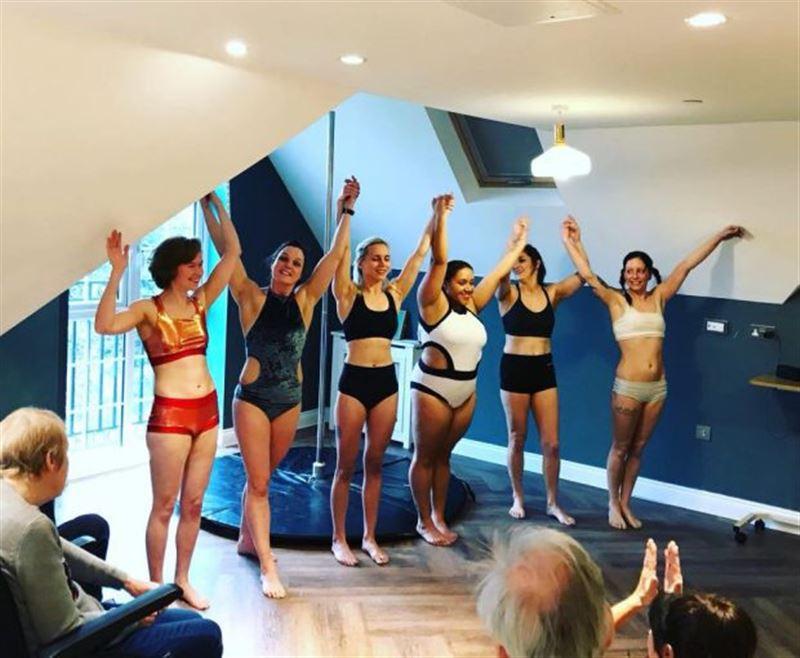 ВИДЕО: Танцовщицы на шесте выступили перед жителями дома престарелых
