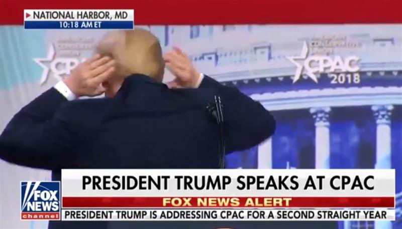 Дональд Трамп поделился, как скрывает свою плешь на затылке