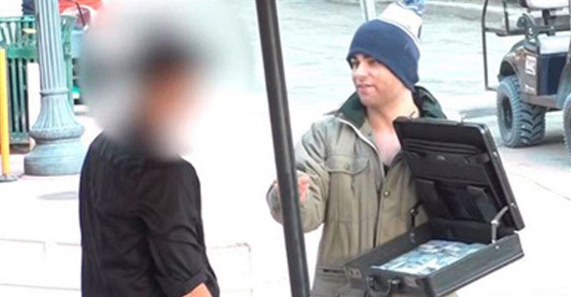 ВИДЕО: Қаңғыбас блогер мейрамхана иесін ұятқа қалдырды