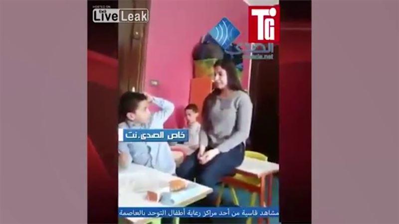 Видео с учительницей, которая избивает детей-аутистов, шокировало соцсети