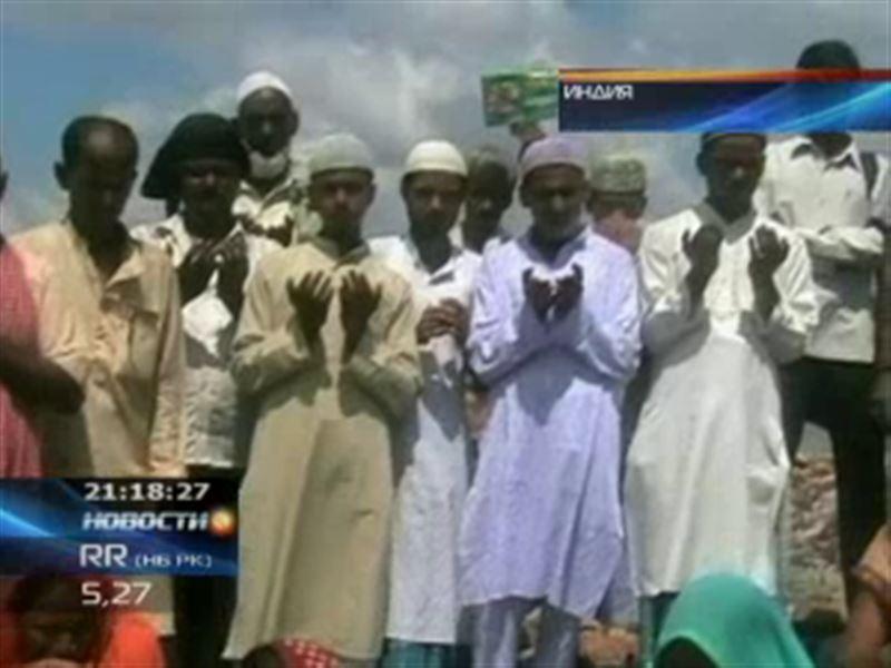 В Индии сотни сельских жителей вышли на всеобщую молитву