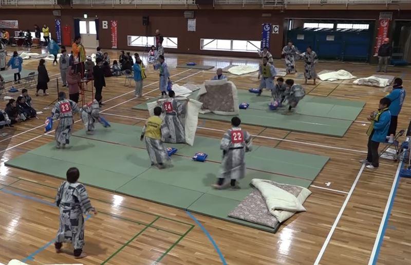 ВИДЕО: В Японии прошел турнир по сражениям на подушках