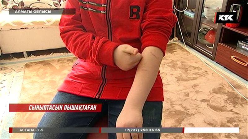 Алматы облысында 12 жастағы  қыз сыныптасын пышақтап тастады