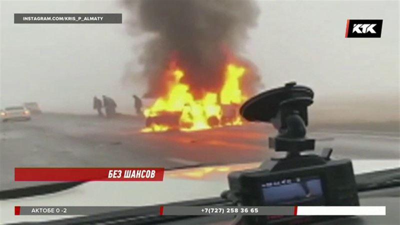 В Жамбылской области два человека заживо сгорели в машине