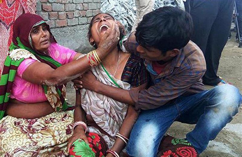 В Индии молодожены вскрыли подарок и подорвались на бомбе