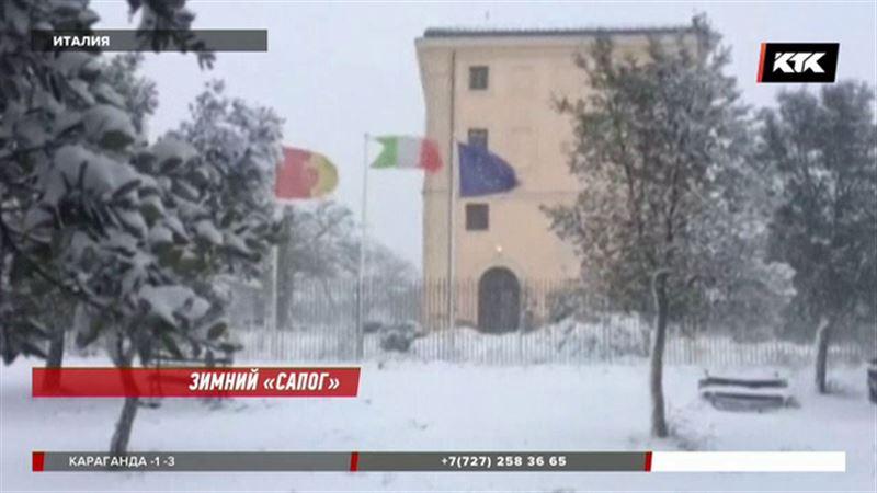 А жители Рима несказанно рады снегопаду