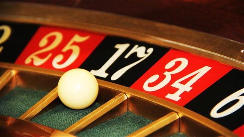ВИДЕО: Қарапайым тұрғын покерден 37 миллион ұтып алды