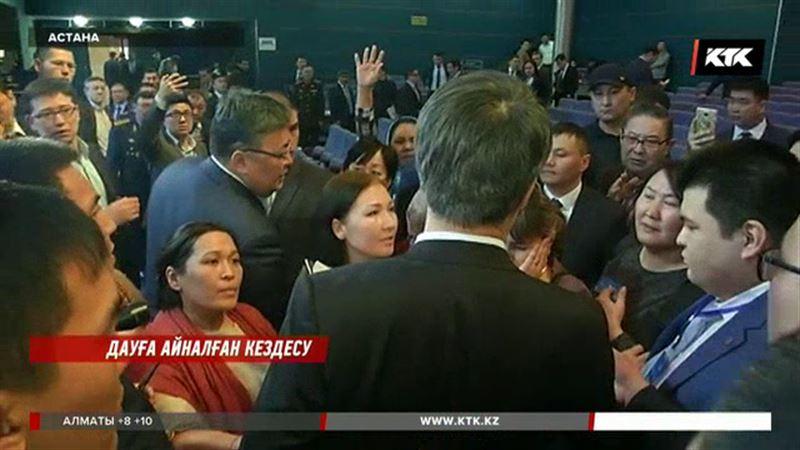 Астанада Исекешовтің есеп беру жиынына келген үлескерлер шатақ шығарды