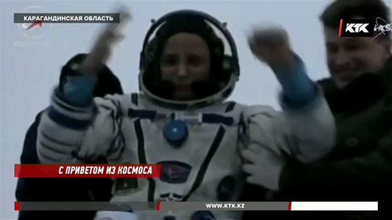 Космонавты, приземлившиеся близ Караганды, чувствуют себя хорошо