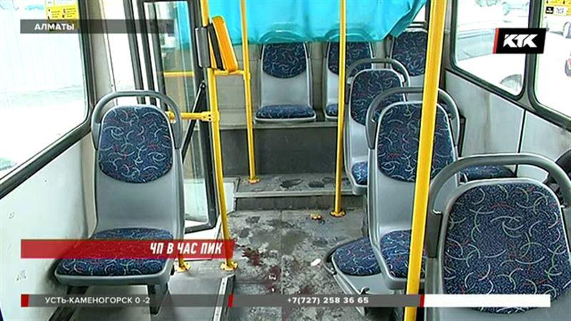В Алматы столкнулись два автобуса