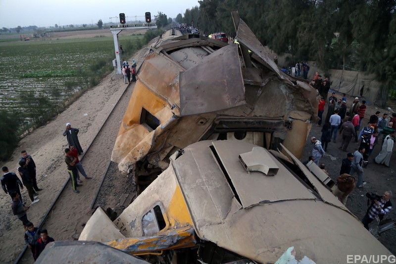19 человек погибли при столкновении поездов в Египте