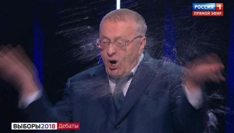 Скандал в прямом эфире: Собчак облила Жириновского водой во время дебатов