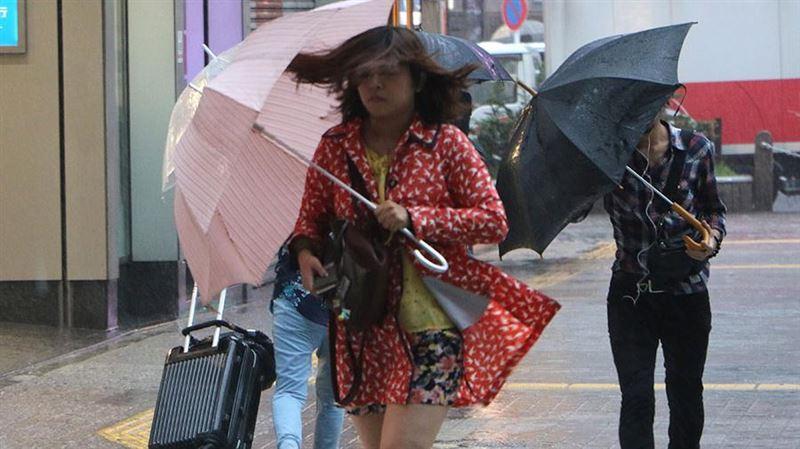 Более 180 авиарейсов отменили в Японии из-за урагана