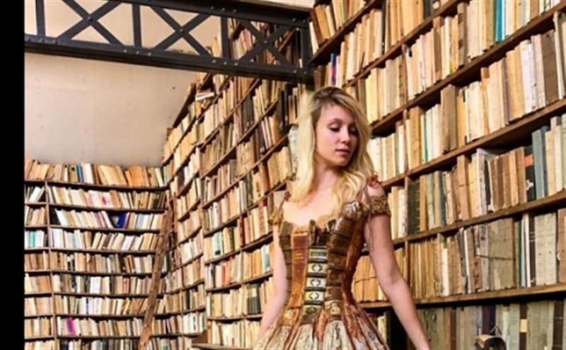 ФОТО: Француз дизайнері кітаптан ерекше киім тігеді