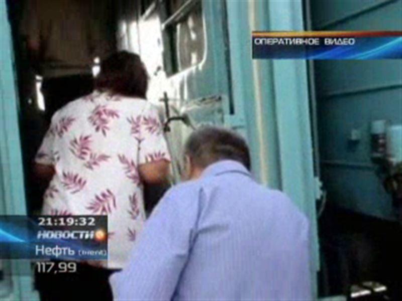 Необычных пассажиров сняли с поезда в Семее
