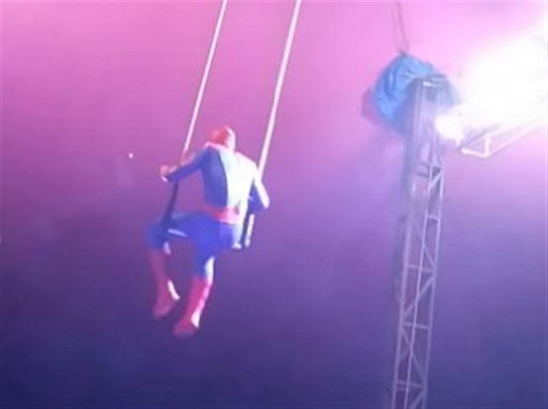 В Бразилии «человек-паук» упал во время трюка под куполом цирка