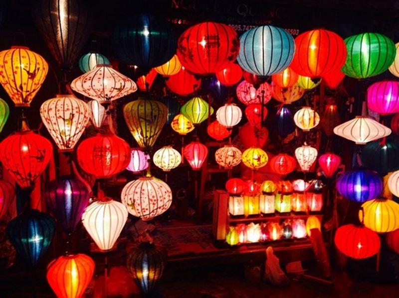 В Китае сегодня отмечают зрелищный Праздник фонарей