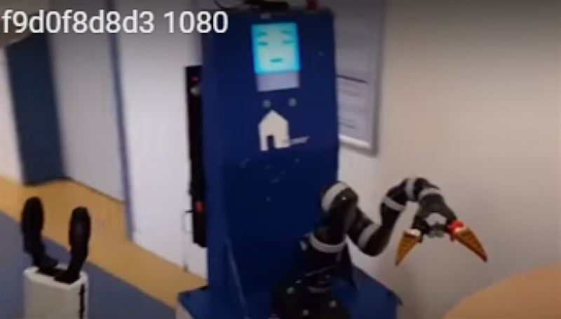 ВИДЕО: Неміс ғалымдары еріншек адамдарға арнап робот жасап шығарды
