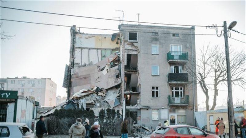 Четыре человека погибли при обрушении здания в Польше