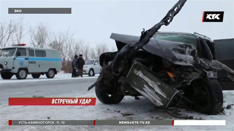 Под Уральском авто лоб в лоб столкнулось с пассажирским микроавтобусом