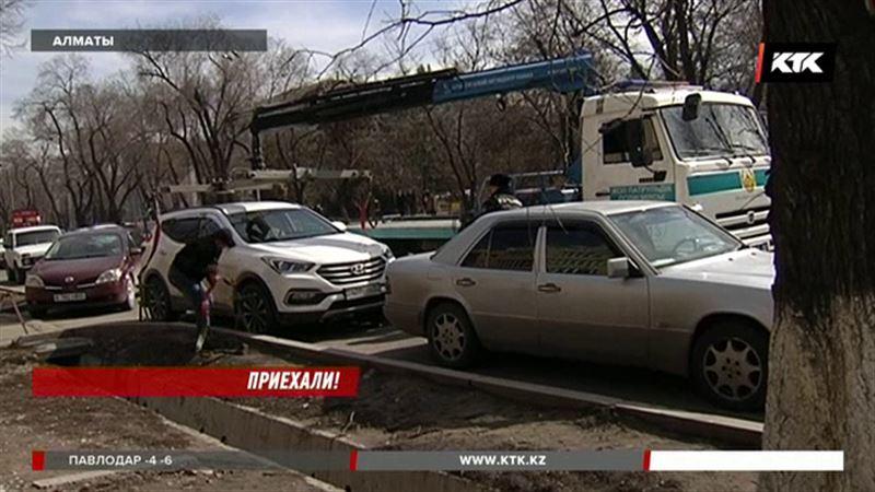 Автомобили в Алматы десятками отправляют на штрафстоянки
