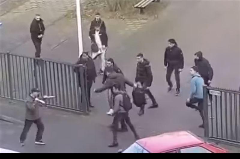 Студенты прогнали с территории колледжа вооруженного ножами дебошира