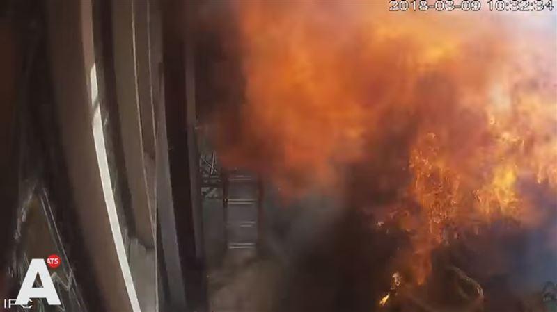 Из-под асфальта в Амстердаме вырвался огненный столб