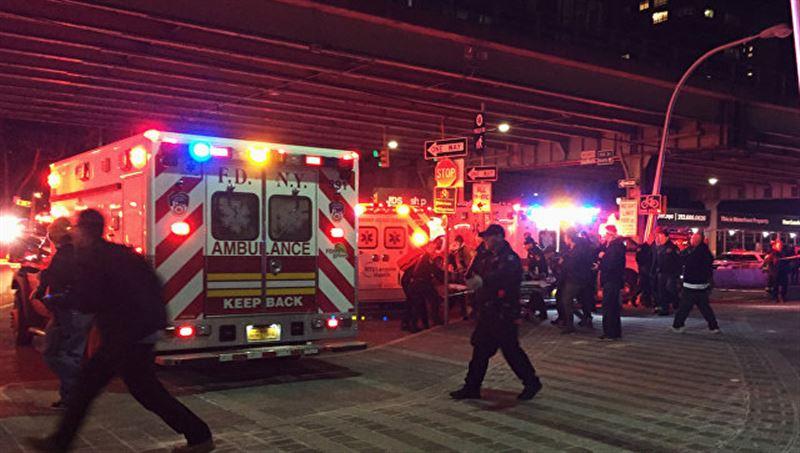 В результате крушения вертолета в Нью-Йорке погибли несколько человек