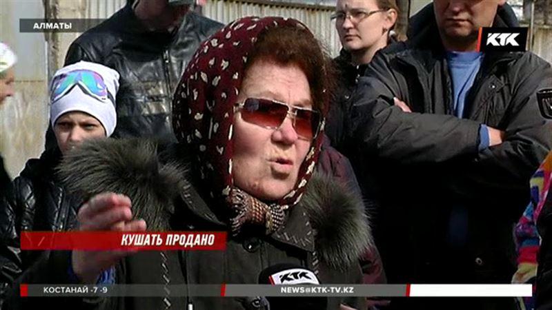 Алматинцы требуют закрыть столовые