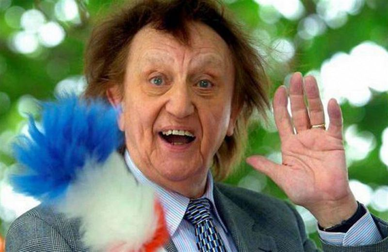 Ушел из жизни легендарный комик «эры мюзик-холлов» Кен Додд