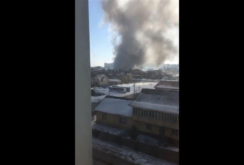 В Астане охватило огнем станцию техобслуживания