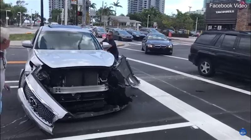 Водителя, устроившего аварию, пытались остановить молотком